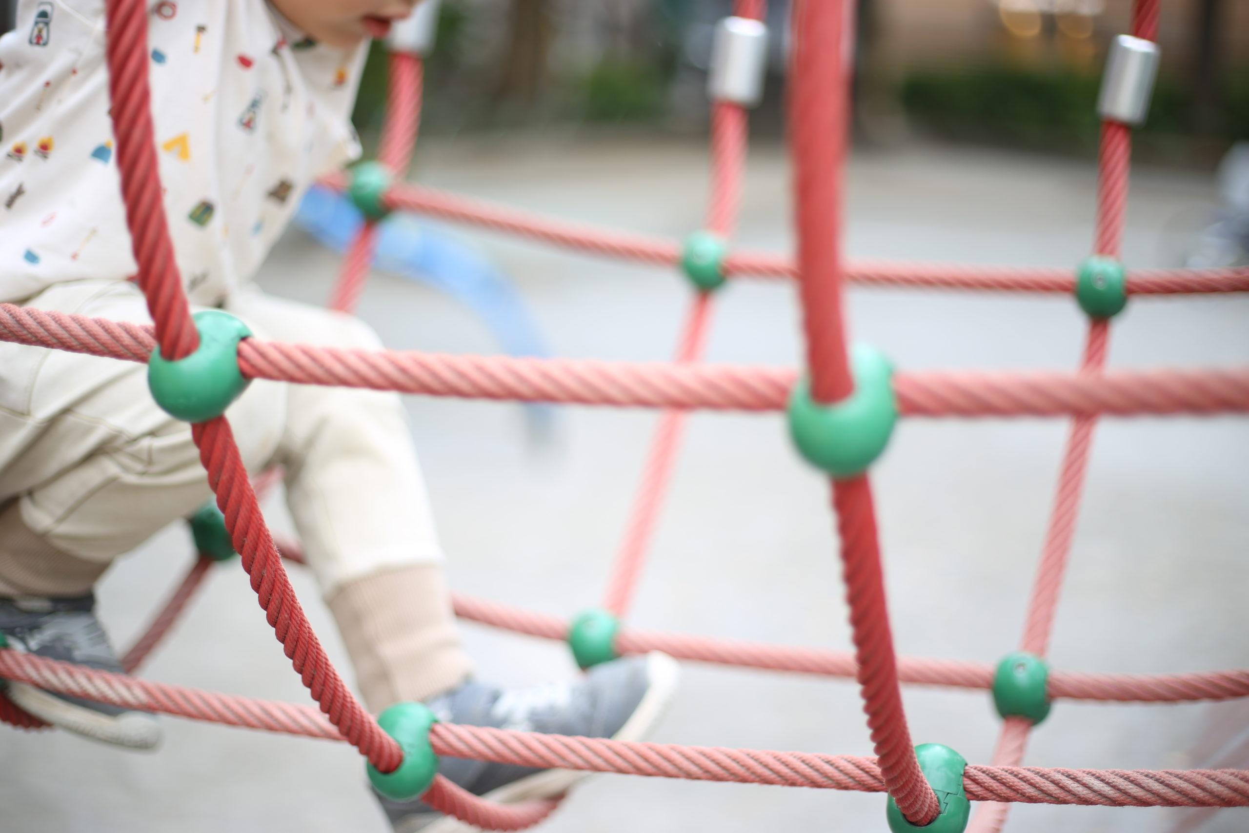 大人に説明するだけの労力を、子供にかけないのは何故か